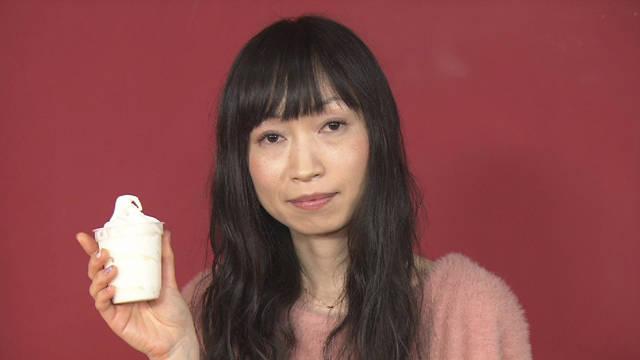 「ワケありクルクル女」はソフトクリームを食べるとき、人をガン無視する!