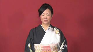 相撲が好き過ぎてちゃんこ店に通い詰める女子相撲経験者は和装の麗人!
