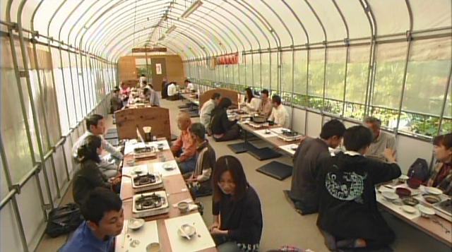 マツタケ王国長野県では、掘っ建て小屋でマツタケをバクバク食べる?