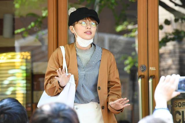 SNSでおバズりになった高岡早紀 喜びの讃歌を披露 『向かいのバズる家族』