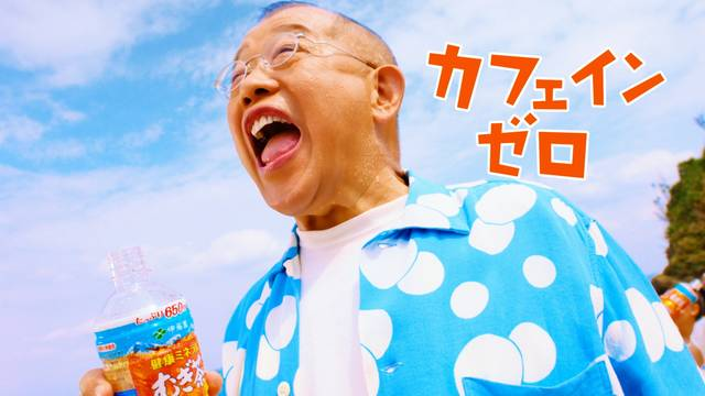 """笑福亭鶴瓶が20年間出演し続ける『伊藤園 健康ミネラルむぎ茶』の広告担当が語る""""鶴瓶力""""とは?"""