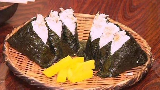 「かにや」の塩さばおにぎり。長崎のシメとして大人気!